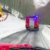 Montella, tre giovani bloccati nella neve: salvati dai caschi rossi
