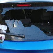 Paduli, distrugge lunotto posteriore di due veicoli: denunciato