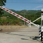 Tragedia sfiorata a San Martino Valle Caudina: barre del passaggio a livello non si chiudono
