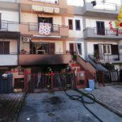 Avella, villetta residenziale in fiamme: pompieri in azione