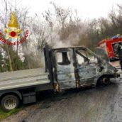 Montemiletto, autocarro in fiamme: nessuna conseguenza per il conducente