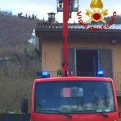 Maltempo in Irpinia, numerosi disagi per la neve caduta: intervengono i caschi rossi