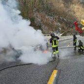 Monteforte Irpino, auto in fiamme sulla A16