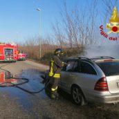 Auto in fiamme ad Avellino: nessun ferito