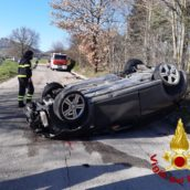 Pietradefusi, ragazza si ribalta con l'auto: finisce in ospedale per le cure del caso
