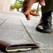 Avellino, trova un portafogli con 10mila euro all'interno e lo consegna alla Polizia Municipale