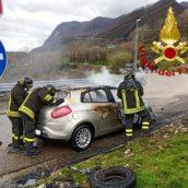Sant'Angelo A Scala, incendio ad un'autovettura in transito: malore per una donna alla guida