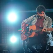 """Fabrizio Moro annuncia le date live di """"Canzoni nella stanza – percorso unplugged 2021"""""""