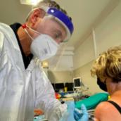 San Marino apre al turismo vaccinale. Ema dà l'ok alla seconda dose di Pfizer a 40 giorni