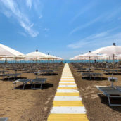 Demoskopika: in estate un italiano su due andrà in vacanza. A incidere l'introduzione del pass vaccinale