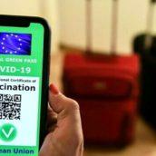 Attenzione a falsi messaggi green-pass che girano su WhatsApp: l'allarme della Polizia Postale