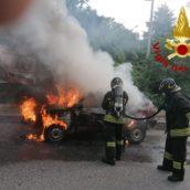 Montoro, autovettura in fiamme: paura per un 67enne