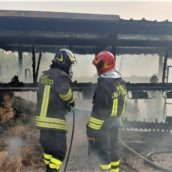 Lapio, incendio in un deposito agricolo: intervento dei caschi rossi