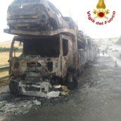 Autostrada A16, incendio ad una bisarca: a fuoco nove autovetture