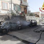 Ariano Irpino, in fiamme due autovetture in sosta