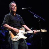 Bruce Springsteen, i fan vaccinati con AstraZeneca protestano per l'esclusione dai concerti di New York