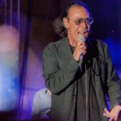 """Antonello Venditti annuncia le nuove date estive di """"Unplugged Special 2021"""""""