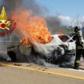Monteforte Irpino, autovettura in fiamme sulla A16