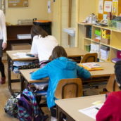 Portano a scuola i figli in attesa dell'esito del tampone: due classi finiscono in quarantena e Dad