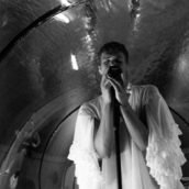 Blanco annuncia un concerto realizzato sott'acqua su TikTok