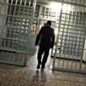 Avellino, spedizione punitiva contro agente del carcere